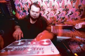 DJ-Larry